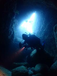雲見で洞窟ダイブ、穴ダイブ、光ダイブ