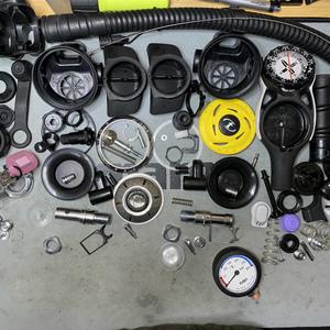 ダイビング器材の分解整備(オーバーホール)の季節です。