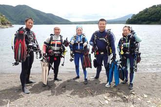 青い湖でダイビング,淡水で気持ちよく潜れる本栖湖