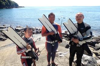 海でフリーダイビングの練習をしました。